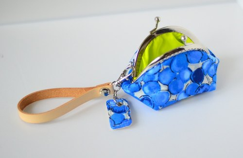 A very small coin purse - balloons - framed case with wristlet