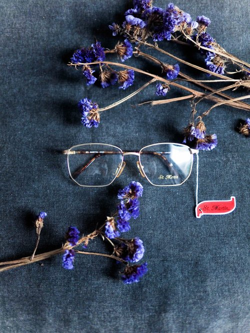 River Hill - Melancholy Mr. Paris square box embossed gold amber glasses temples Japan Japan good student carved gold frame