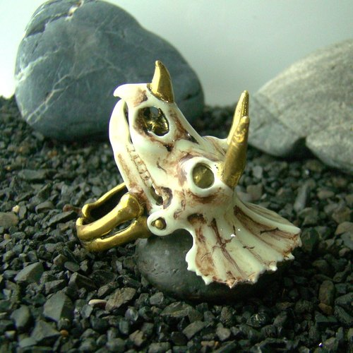Realistic Triceratops skull in brass and enamel color ,Rocker jewelry ,Skull jewelry,Biker jewelry