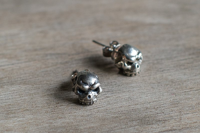 Whisperer whispers are mini skull earrings 925 sterling silver handmade silver / black