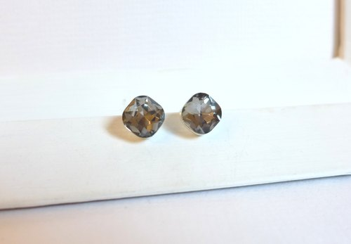 [NU Studio] antique jewelry glass gem - soot Clip Earrings