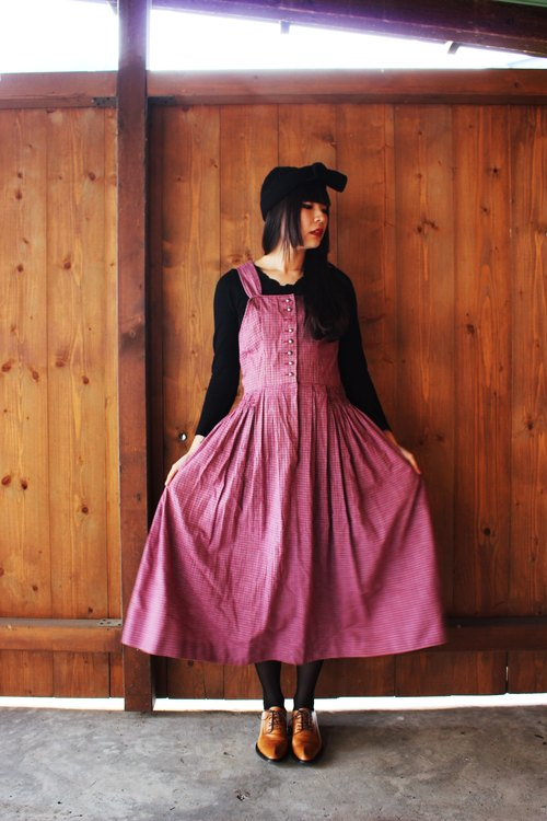 F836 (Vintage) wave red plaid skirt cotton vest dress (traditional Austrian Dirndl)