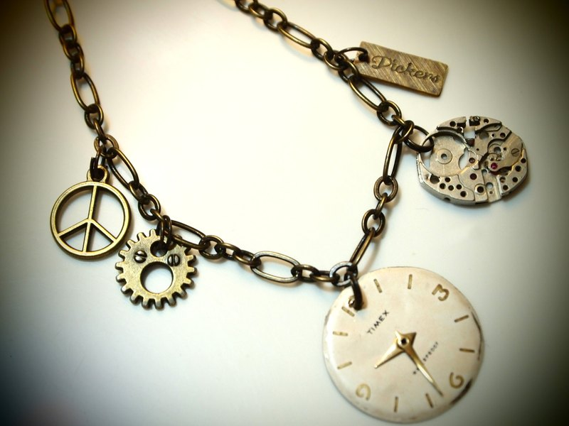 Steampunk steam punk style Bracelet Queen