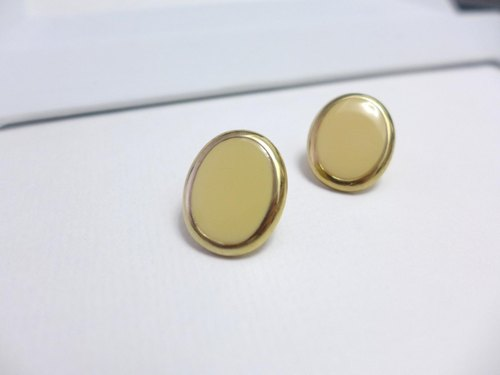 [Studio 5629] Vintage Western antiques and elegant cream-yellow antique earrings (clip-on earrings can be changed)