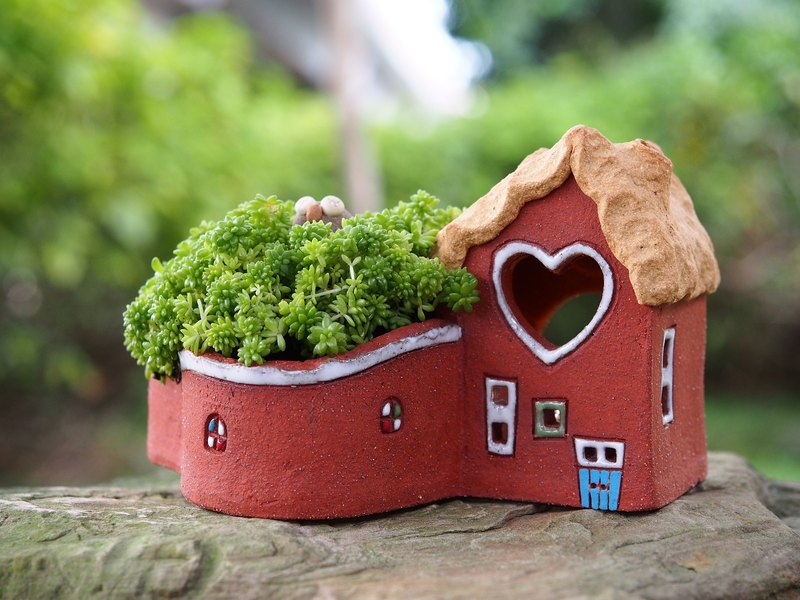 [Garden Cottage hand-made pottery lamp Garden] - super-cute little house and garden (L) / rock red / Ceramic House