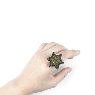 SUE BI DO WA - handmade leather and close the hand-woven Star Ring (Gold) -Leather mix with yarn Star Ring