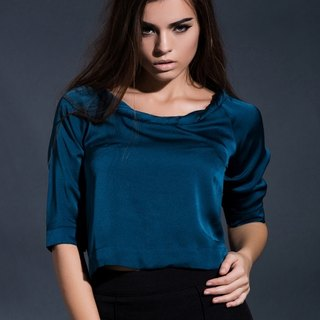 Twisted round neck cropped top