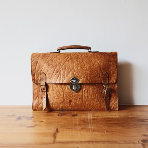 Rolling on [vintage] BD-0391 brown leather briefcase embossed three-button