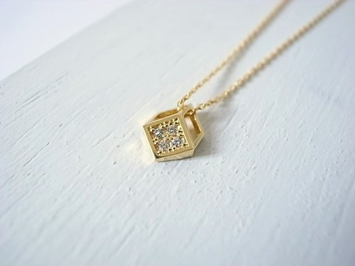[NU Studio] slightly three-dimensional geometric series of small square - gold necklace short necklaces