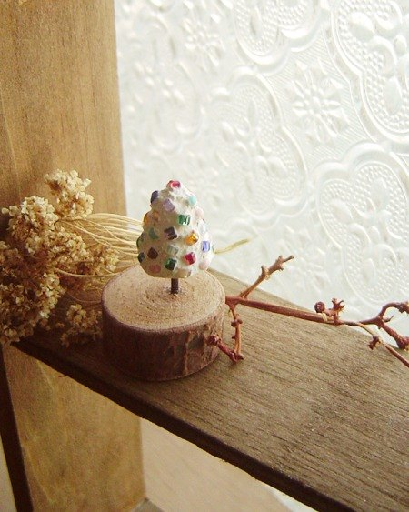 Love the earth. Planted a tree in color. Small cement decorations. Christmas Edition. wood