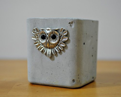 Owl cement flower. Pot. Pen