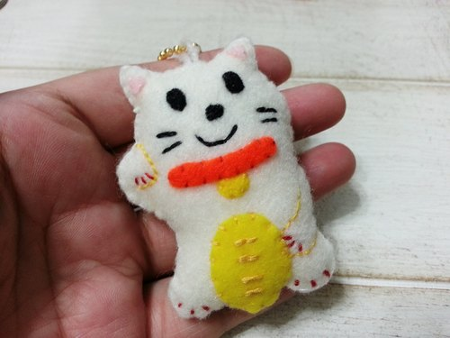 Lucky Cat Charm / keychain / pin