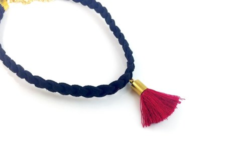 """Black twist necklace - Crimson fringed"""