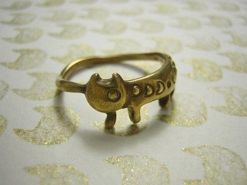 miaow from the moon ( cat gold plated sterling silver ring 貓 猫 指杯 镀金物 銀 月 )