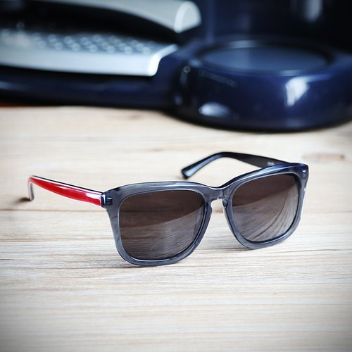[Myth] transparent gray frame laminated red spell dark blue mirror lenses foot gray box sunglasses sunglasses plate hand-made Asian applicable