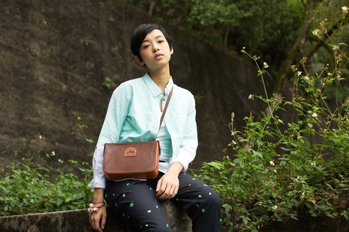{C arrya L eather P ack} 3 - way B ag three uses of the mountain box leather shoulder bag - dark brown ***Hong Kong and Taiwan, the implementation of free transport***