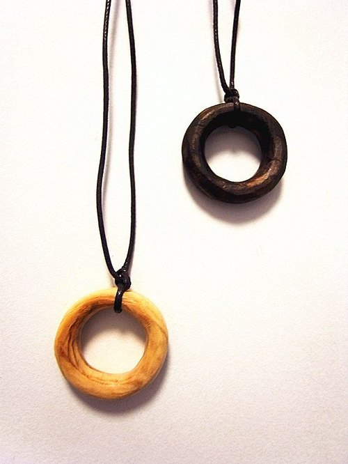 Cypress Hand wave circle necklace