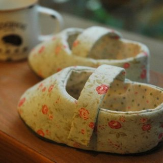 Small fresh rose infant shoes