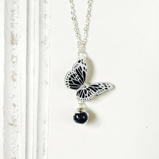 * Haku‧Neko * Black and White -White pattern black hand painted butterfly flashing glass necklace