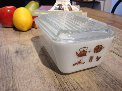 Pyrex Refrigerator Dish antique glass crisper (medium)