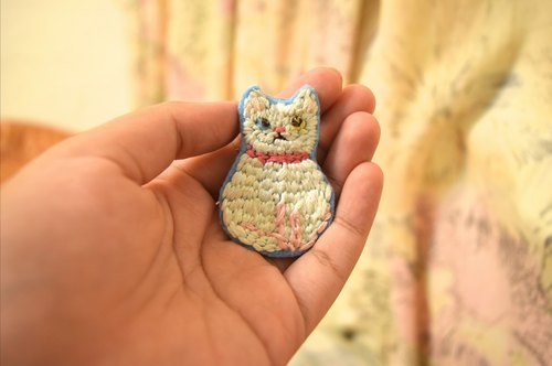 Fleshy cat embroidery brooch, a stab it, embroidery brooch customized pet!