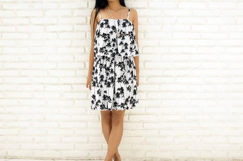 Island print ruffle camisole Short dress <palm trees Black>