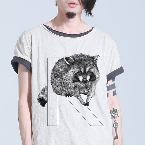 [R] accoon Raccoon: hand-painted letters T
