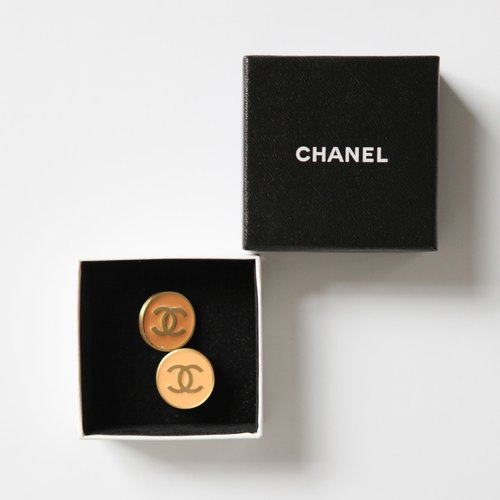 A ROOM MODEL - VINTAGE, PC-0013 CHANEL LOGO color earrings