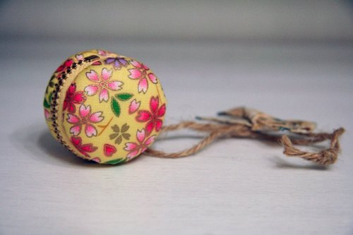 Marcaron Macaron - cherry rain fly (yellow) - Charm (hemp) can do small things wedding