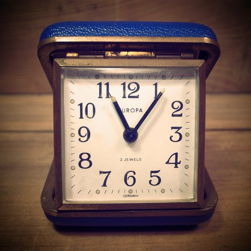 [Bones] early German system of navy blue EUROPA mechanical clockwork Travel Alarm Clock Travel Clock Portable VINTAGE antique clock