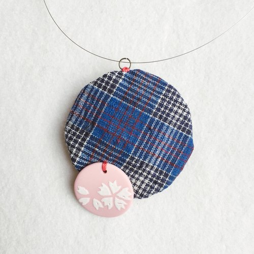 "+ ""San-ya-sou"" series - small white decorative grass caught homespun 1950s ceramic necklace +"