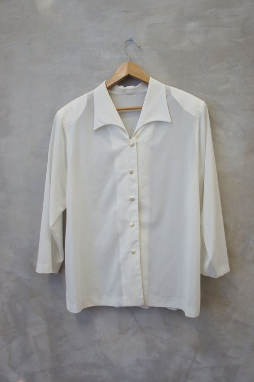 PdB vintage arc platinum buckle pointed collar white chiffon shirt