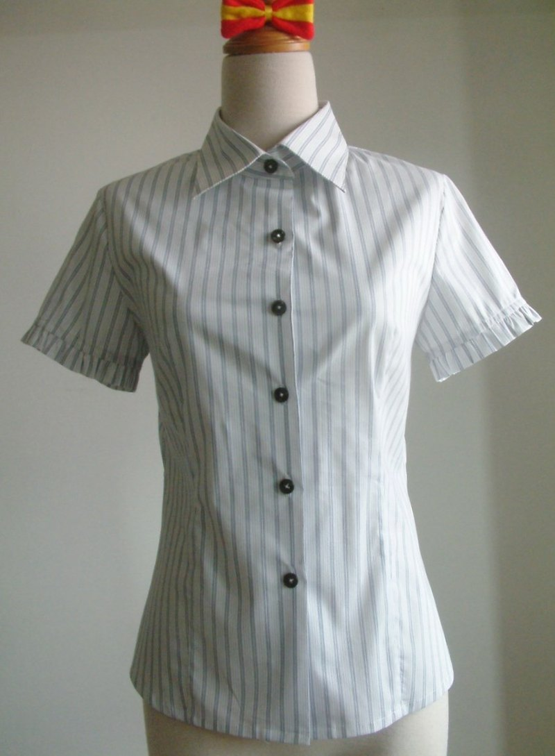 Small flouncing striped short-sleeved shirt - blue and white stripes