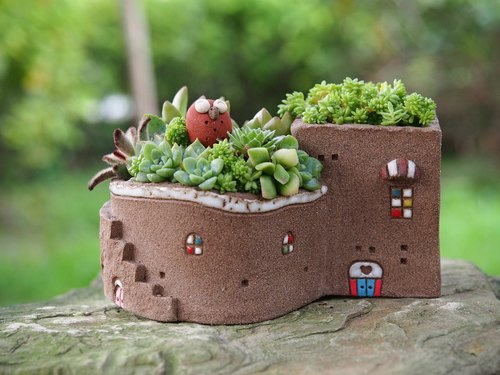 Garden Cottage Garden] [hand-made pottery - super cute chocolate Garden House (L) / rock brown / Ceramic House / custom orders