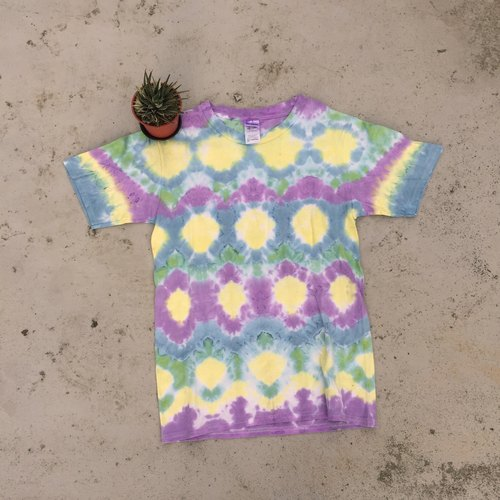 Hand-dyed tie dye tie-dyed T-shirt render neutral section [nine moon]