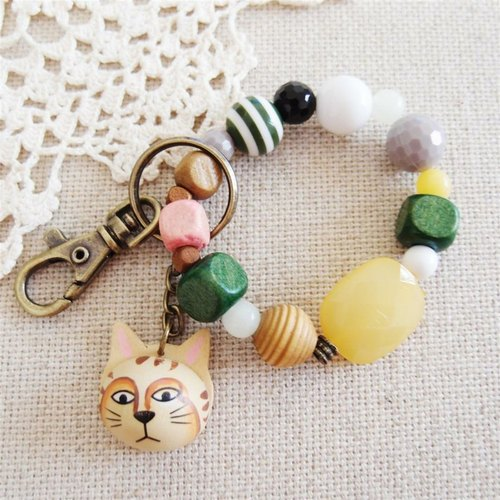Painted wood ornaments cat keychain
