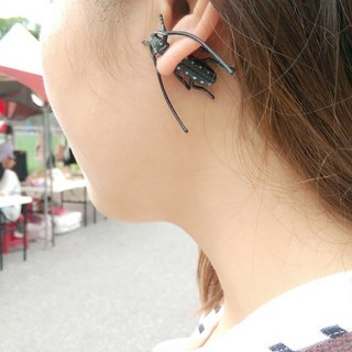 Taiwan original insect earrings Magic Double M
