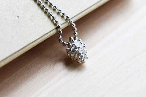 [Necklace] snow or white pine cones