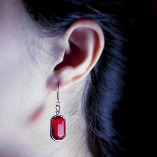 ✡The Happy Prince - Dahong Bao ✡ Blood Red Antique Polygon Cutting Acrylic Bead Earrings