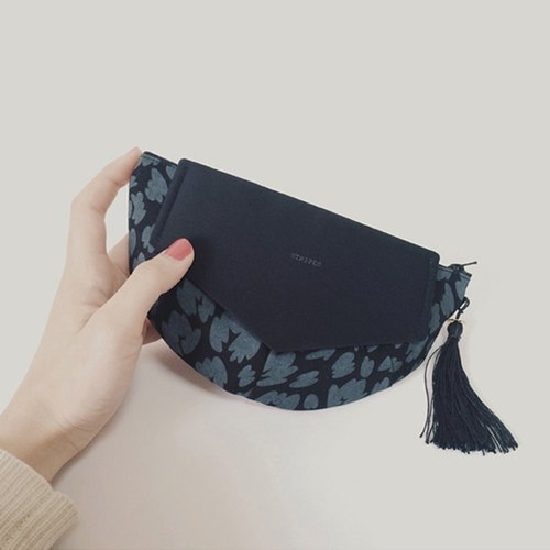 ポーチ・クラッチ ::: FLYING CLUTCH POUCH ::: / black × black