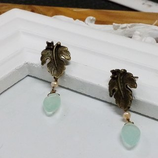 Kee Ling Tong set up as decorations - rose {name} import copper leaf green crystal natural pearl earrings