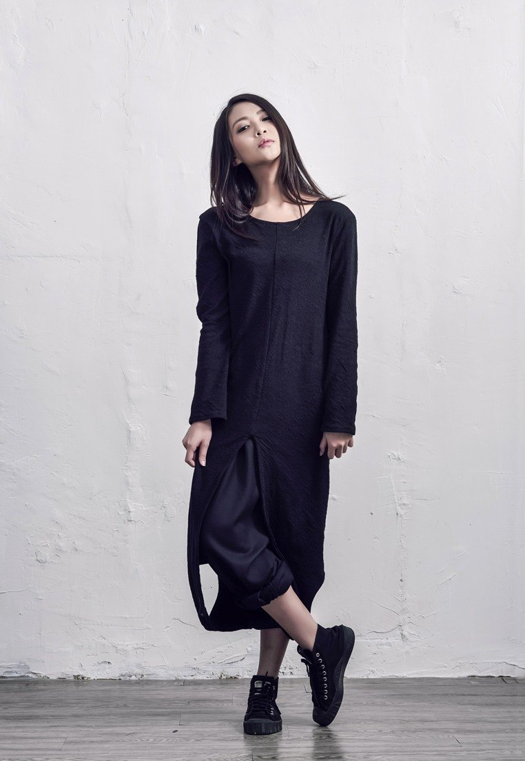 Lamina solid two wear sweater / black