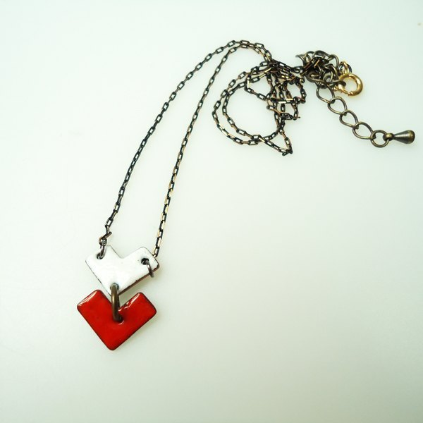 Simple Love Simple Love Enameling Necklace modeling enamel necklace (red and white / blue)
