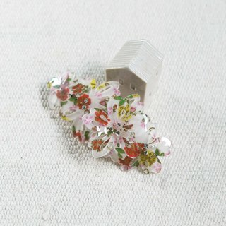 Sakura, three-dimensional flowers, automatic clips, hairpins - white