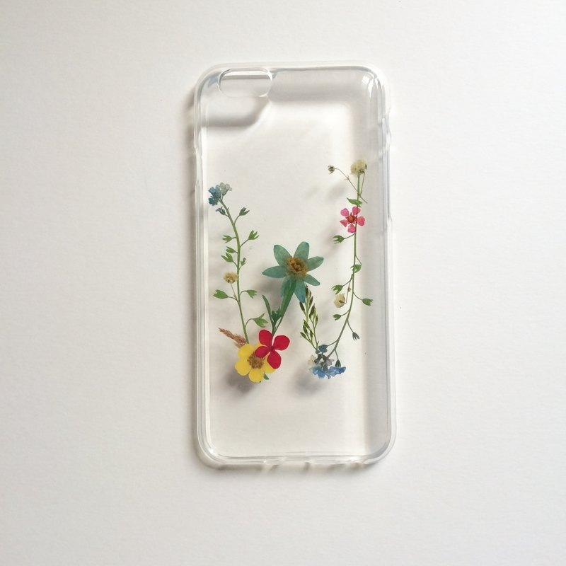 W for Winnie:: initial pressed flower phonecase