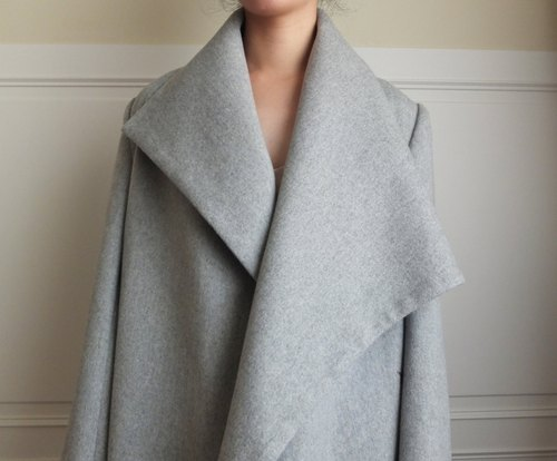 Asymmetrical large lapel large-size wool coat (wool / Kashmir wool blend)