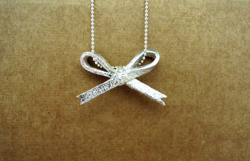 Temperament bow [limited edition] Silver necklace / clavicle chain / gift / anniversary / Valentine