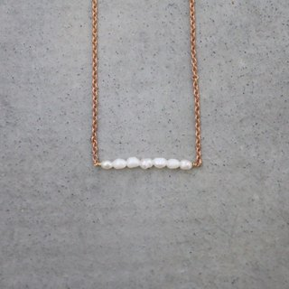 <☞ HAND IN HAND ☜> Natural Pearl - a skewer brass necklace (0311)