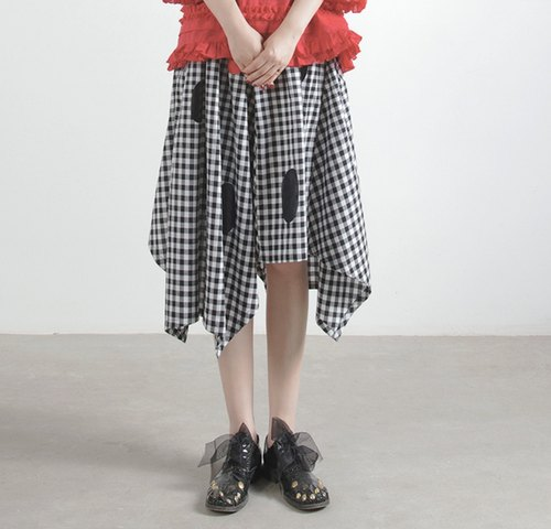 Irregular checkered skirt - imakokoni