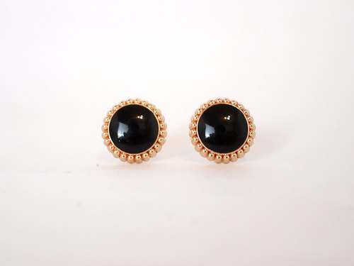 [Circle dot] black lychee ear acupuncture earrings